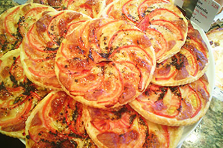 Tartes Fines Tomates Mozzarella - entrée chaude
